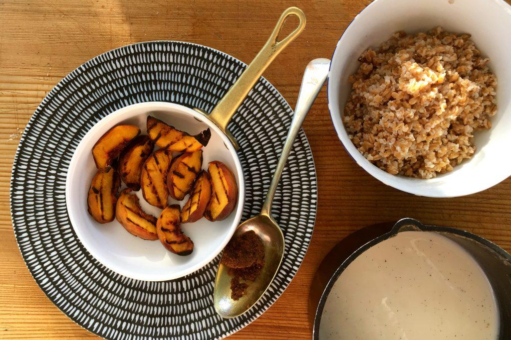 Farro porridge - grilled peaches